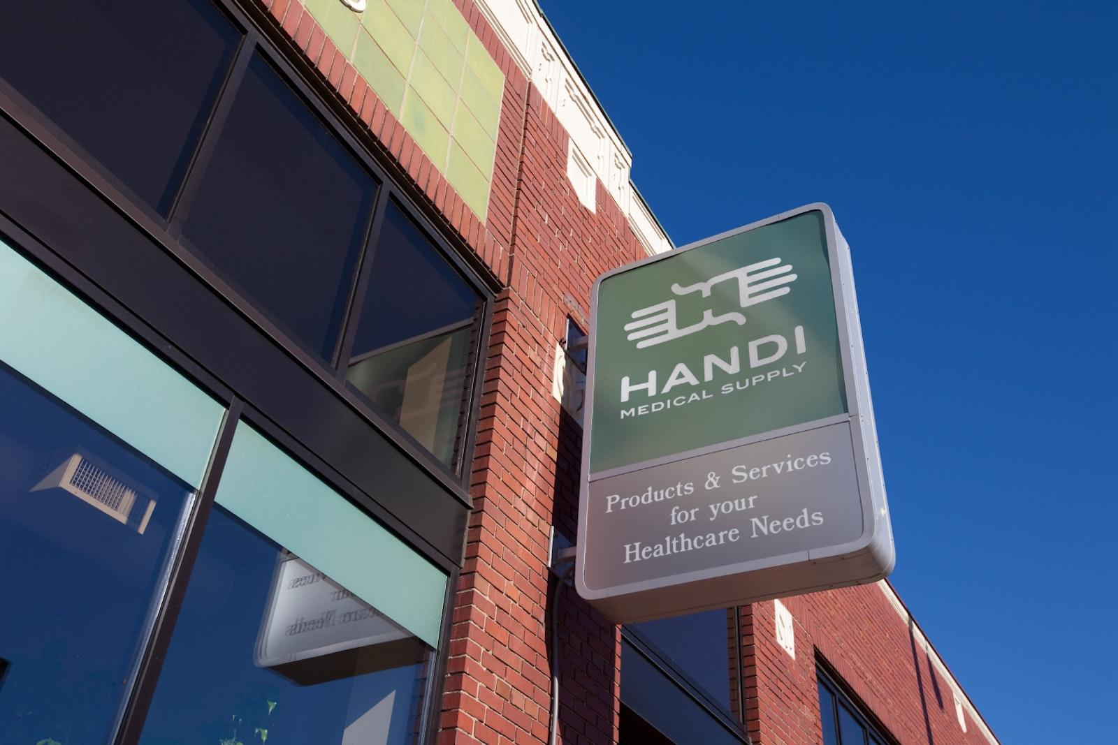 Handi Medical Sign